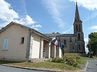 Fraisse la Mairie et l'église.jpg