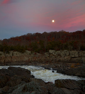 Vollmond am frühen Abend, Great Falls, Virginia