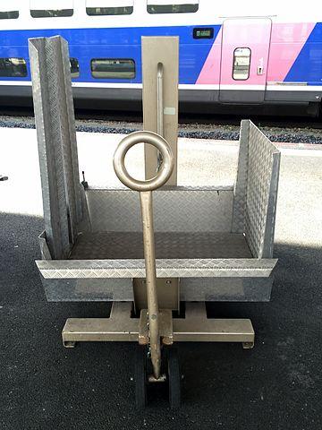 File gare de mulhouse ville v hicule pour fauteuil handicap 2 jpg wikimedia commons for House pour fauteuil