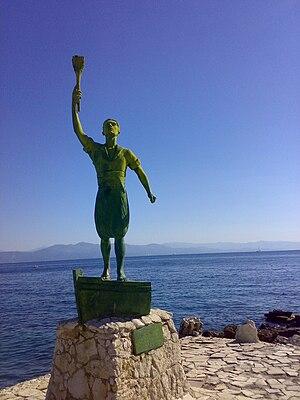 Μνημείο στον Γιώργο Ανεμογιάννη στο νησί των Παξών