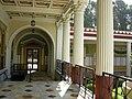 Getty villa, peristilio esterno, loggiato.JPG