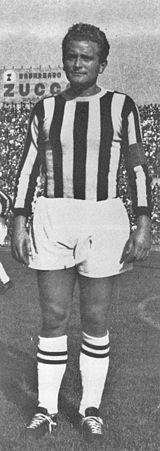Uniforme Y Simbolos De La Juventus De Turin Wikipedia La Enciclopedia Libre