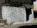 Gjirokastër - Laboviti-Straße 4a Mauer.jpg