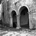 Golac št. 20, pri Krajnovih. Hiša s kalonjama 1955.jpg