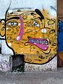 Grafiti cara amarilla La Plata.jpg