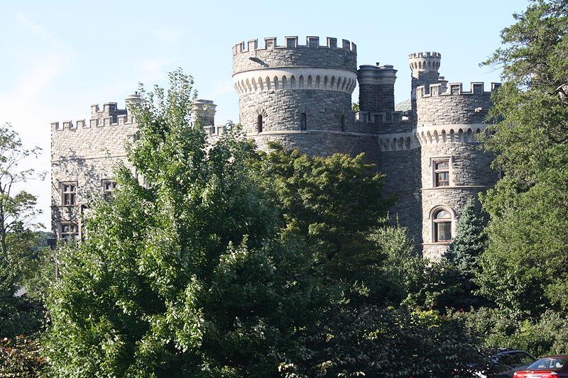 File:Grey Towers Castle, Southern Side 01b.JPG