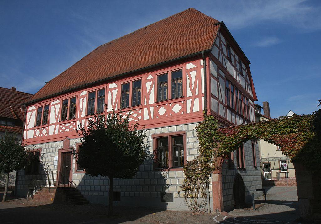 1024px-Gro%C3%9Fheubach-Abendanzsches_Haus1-Bubo.JPG