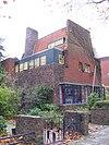 foto van Dubbele villa in amsterdamseschoolstijl met taps toelopende gevel