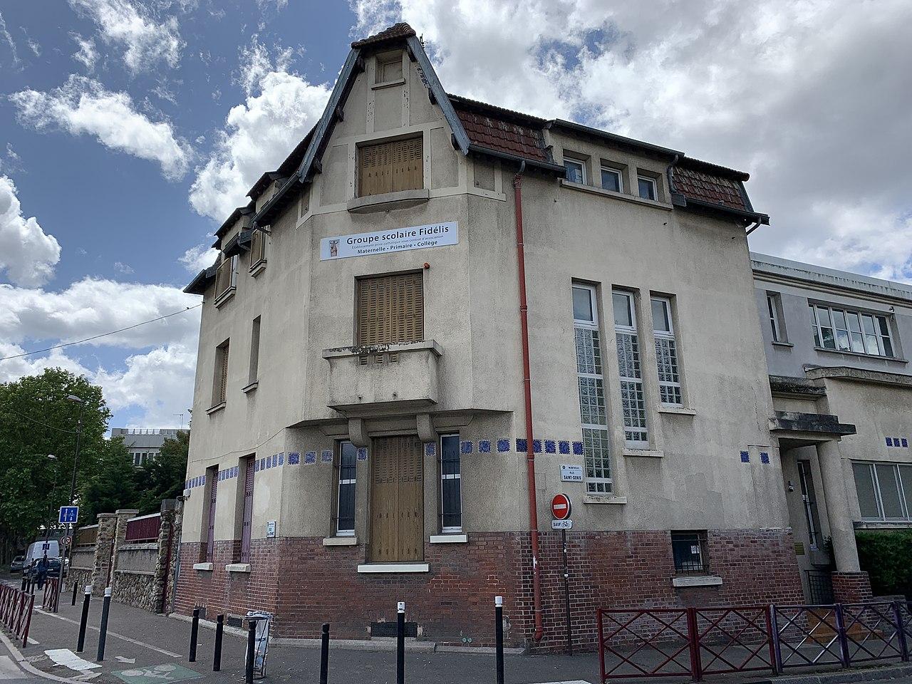File:Groupe scolaire Virgo Fidelis Montreuil Seine St Denis 1.jpg -  Wikimedia Commons