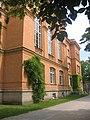Gymnasium Carolinum Seitenansicht.jpg