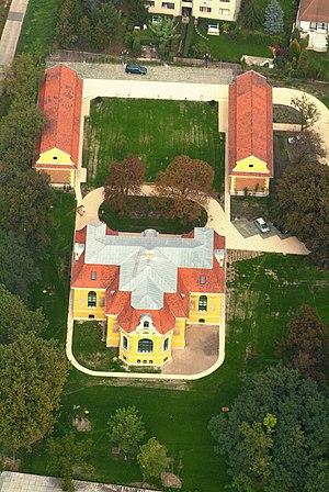 Halásztelek - Aerial photograph of Malonyai castle