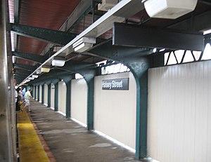 Halsey Street (BMT Jamaica Line) - Northbound platform