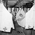 Hangmatten op het hospitaaldek van het MS Oranje, Bestanddeelnr 255-8319.jpg