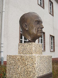 Heinrich Grüber Büste 3.jpg