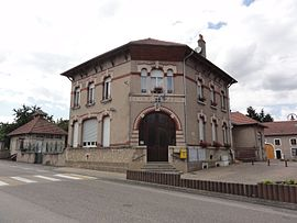 The town hall and school in Herbéviller