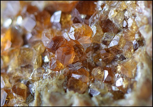 HessoniteEtGrossulaire Grenat ItalieProvenanceAla Ref MGL35517 MuséumHistoireNaturelleLille GLAM2016 Photo.F.Lamiot 2