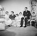 Het Deense Koninklijk gezin in hun woning in paleis Brockdorff in Slot Amalienbo, Bestanddeelnr 252-8592.jpg