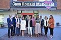 Higueras y representantes de los grupos municipales visitan la casa Ronald McDonald 11.jpg