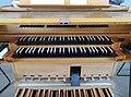 Himmelfahrtskirche Pasing Klais-Orgel Spieltisch 03.jpg