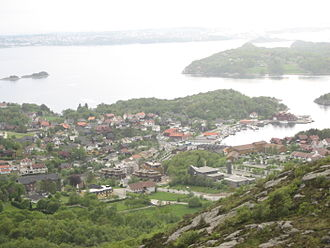 Hommersåk - View of the centre of Hommersåk and the island of Usken seen from the hills of Hommersandfjellet. Stavanger is in the background, across the Gandsfjord