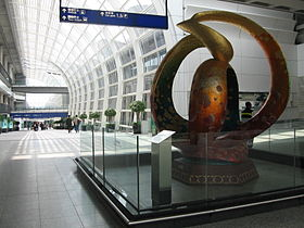 Hong Kong International Airport, Arrival Hall 6, Mar 06.JPG