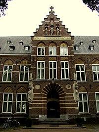 Hoofdingang hoofdgebouw Bovendonk Hofweg 8 Hoeven.jpg