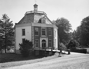Huis Drakensteijn (Lage Vuursche) exterieur naar het zuidoosten - 20128573 - RCE.jpg