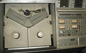 IVC videotape format - Image: IVC 9000 VTR Deck
