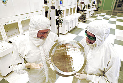 9 July: Researchers led by IBM shrink transistors in computer chips to the 7nm scale. Ibm-7nm-chip.jpg