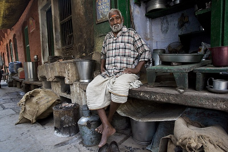 File:India - Varanasi old man plaid - 0578.jpg