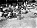 Infödingarna rensa kaffe i fabriken. Modajag. Indonesien - SMVK - 022166.tif