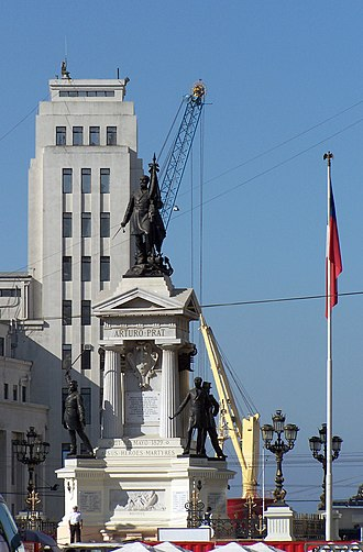 Arturo Prat -  Heroes of Iquique monument and crypt in Valparaíso, Chile. At the top is the statue of Prat, on the second level statues of Serrano, Riquelme, Aldea and a generic seaman