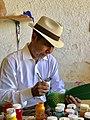 Isaias Jiménez pintando.jpg