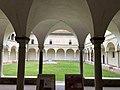 Italie, Ravenne, Ancien cloître du couvent franciscain, via Dante Alighieri (48087068708).jpg