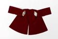 Jacka av purpurfärgad sammet en så kallad kasack, till strumpebandsordensdräkt från 1881 - Livrustkammaren - 93672.tif