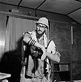 Joodse man met een hoedje op en een gebedsmantel om bezig met het aanleggen van , Bestanddeelnr 255-4702.jpg