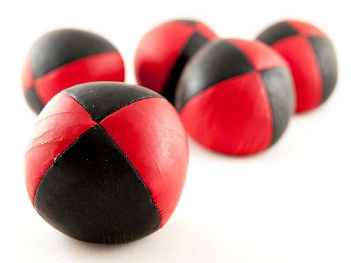 Juggling Balls (11912553005)
