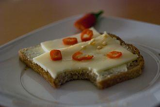 Cheese sandwich - Image: Käsebrot mit chili