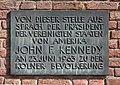 Kölner Rathaus - Spanischer Bau - Gedenktafel an John F. Kennedys Rede 1963 (5988-5990).jpg