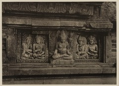 KITLV 40054 - Kassian Céphas - Reliefs on the terrace of the Shiva temple of Prambanan near Yogyakarta - 1889-1890.tif