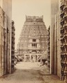 KITLV 92172 - Samuel Bourne - Gopura (tower) in the Ranganatha temple complex at Srirangam in India - Around 1870.tif