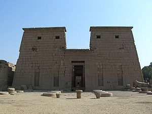 Temple of Khonsu - Image: Karnak Khonsou 080507