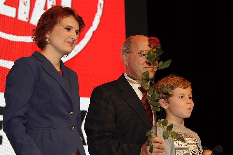File:Katja Kipping Gregor Gysi Die Linke Wahlparty 2013 (DerHexer) 02.jpg