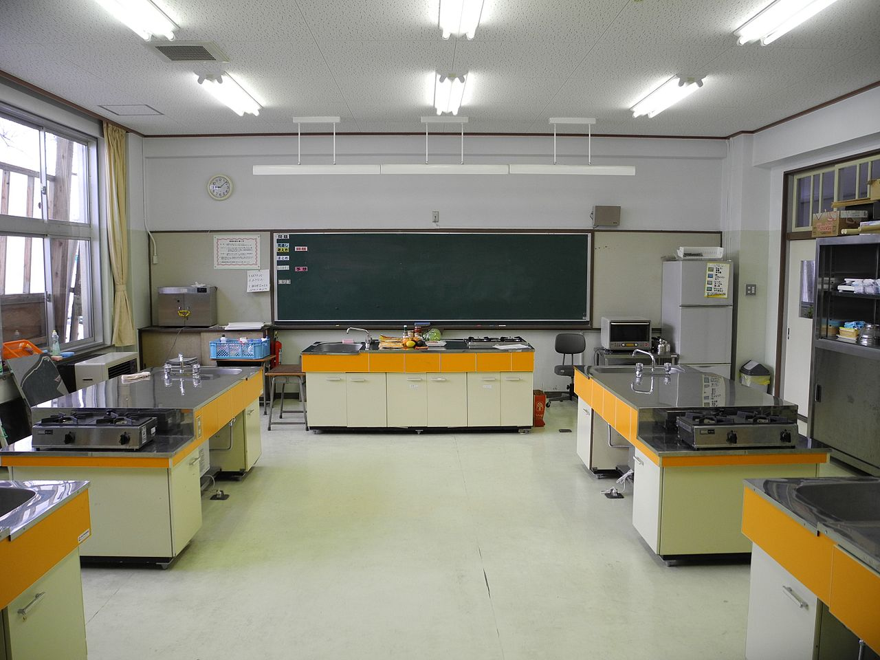 File kawauchi es kitchen wikimedia commons for Home economics classroom decorations