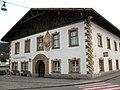 Kematen in Tirol, Ansitz Spitzenstein, Dorfplatz.JPG