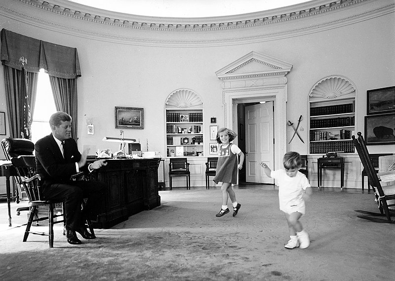 Kennedy children visit the Oval Office, October 1962.jpg