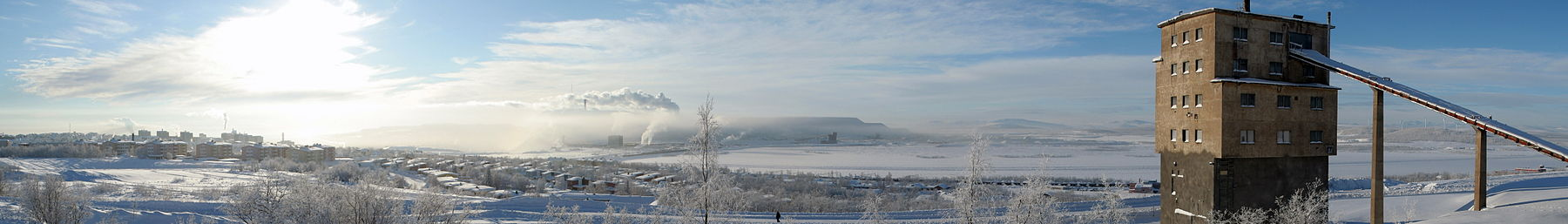 Kiruna banner View from the old mine to the new mine.jpg