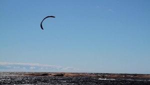 File:Kitesurfing.ogv