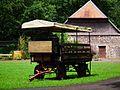 Klein-Auheim Alte Fasanerie Planwagen Juni 2012.JPG