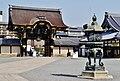 Kyoto Nishi Hongan-ji Tor zur Amida-Halle 4.jpg